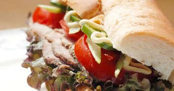パストラミポークと夏野菜のサンドイッチ