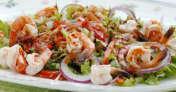 エビとわさび菜のサラダ 韓国風ドレッシングを添えて