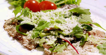 ローストビーフとパルミジャーノレジャーノのサラダ