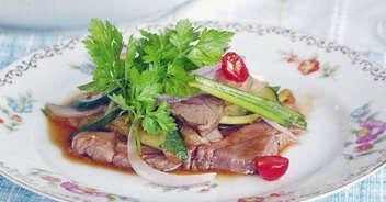 ヤム・ヌア(牛肉のタイ風サラダ)
