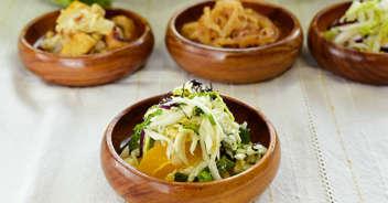 塩揉み白菜と春菊のナムル オレンジ添え