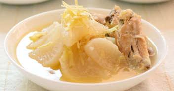 鶏手羽先と大根の塩煮
